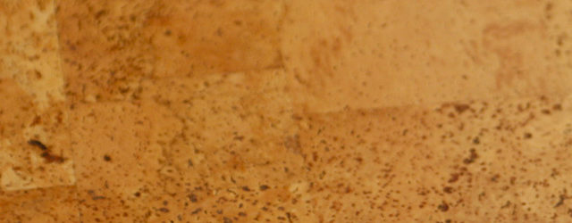 Korkkleber – so halten Korkplatten an Wand und Boden